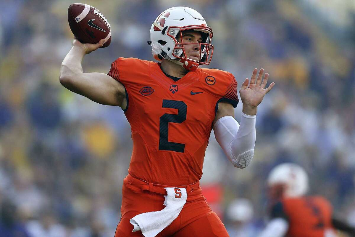 BATON ROUGE, LA - SEPTEMBER 23: Eric Dungey #2 of the Syracuse Orange throws the ball during the first half of a game against the LSU Tigers at Tiger Stadium on September 23, 2017 in Baton Rouge, Louisiana. (Photo by Jonathan Bachman/Getty Images) ORG XMIT: 775013779