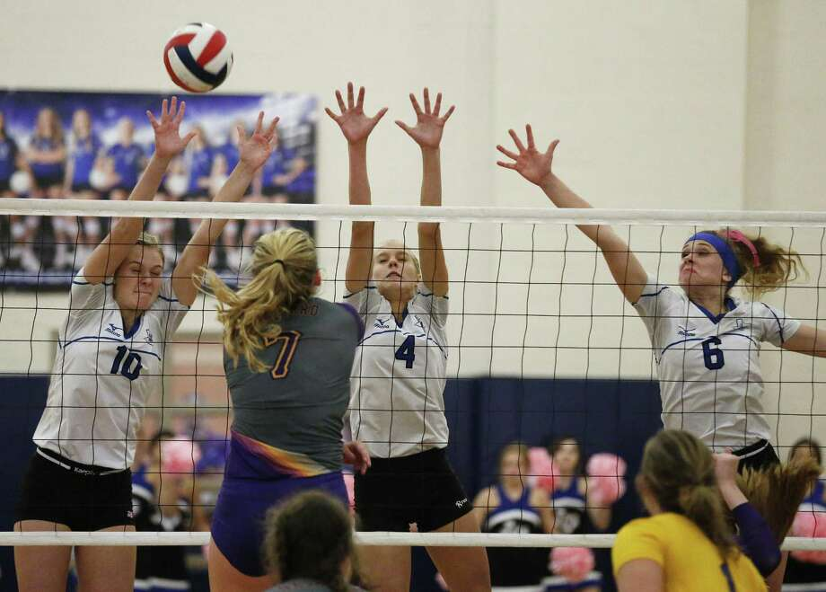 La Vernia's Brianna Woitaske (10), Meghan Stiefer (4) and Chloe Patton (6) defend against Navarro's Peyton Roach (7) in girls volleyball in La Vernia on Friday, Oct. 6, 2017. La Vernia won the deciding fifth game for the overall victory. Photo: Kin Man Hui /San Antonio Express-News / ©2017 San Antonio Express-News