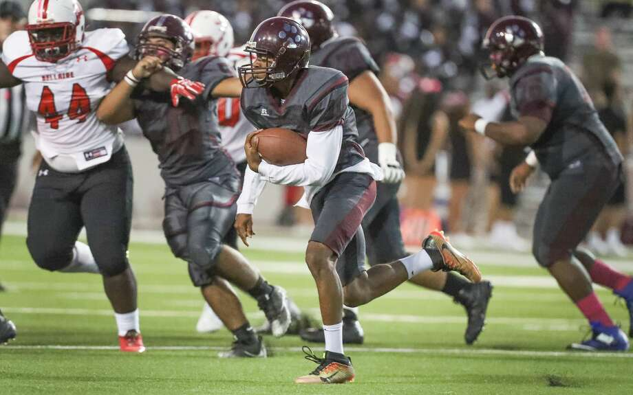 Heights running back Curtis Melrose  runs for a gain during first half action during Bellaire vs. Heights at Delmar Stadium Friday, Oct. 6, 2017, in Houston. ( Steve Gonzales / Houston Chronicle ) Photo: Steve Gonzales/Houston Chronicle