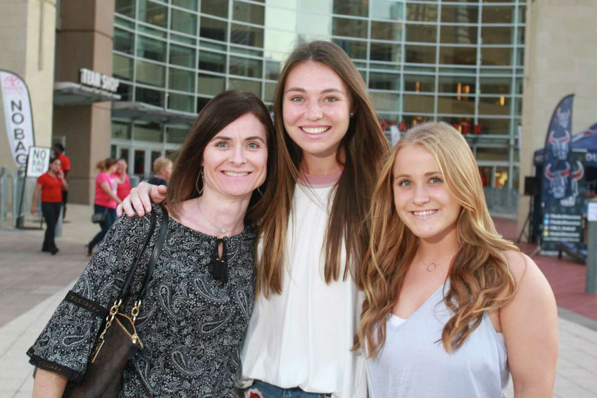 Fans attending the Tim McGraw and Faith Hill concert at Toyota Center. (For the Chronicle/Gary Fountain, October 6, 2017)