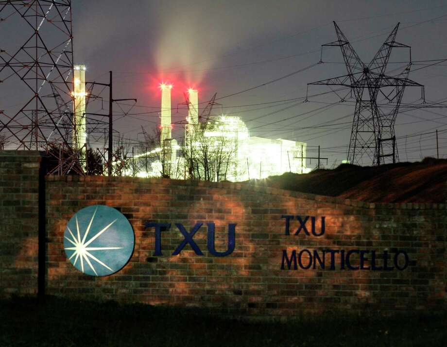 The TXU Monticello Steam Electric Station power plant near Mt. Pleasant, Texas February 26, 2007. TXU Corp.'s plans to scrap the construction for several new coal-fired power plants represents a dramatic shift in the battle against global warming but falls short of proving the company had turned over a new, greener leaf, environmentalists said on Monday. REUTERS/Mike Stone (UNITED STATES) Photo: MIKE STONE / X02003