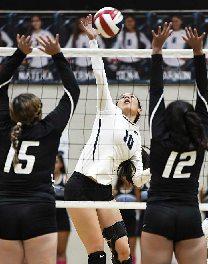 Mayra Perez and United South won 3-0 (25-19, 25-19, 25-23) at home Friday against Southwest. Photo: Danny Zaragoza /Laredo Morning Times