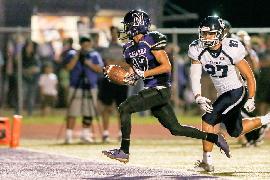 Navarro's Johnny Alegria (left) runs past Central Catholic's Joshua Madrid on a nine-yard touchdown run during the second half of their non-district football game at Navarro's Erwin Lee Field on Friday, Oct. 6, 2017. Photo: Marvin Pfeiffer /San Antonio Express-News / Express-News 2017