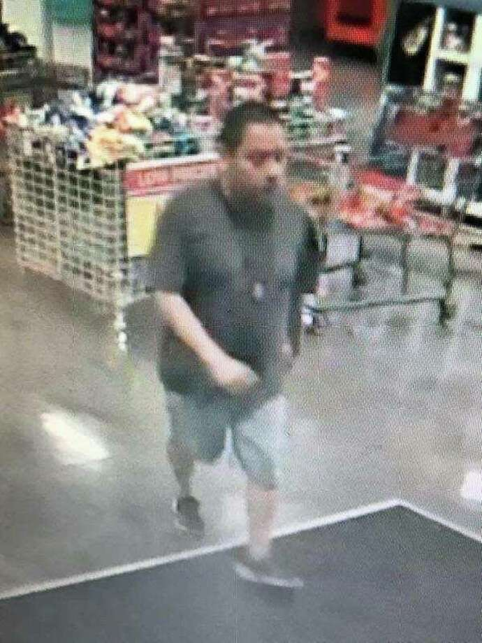 Laredo police said they need to identify this man in connection with a missing purse. Photo: Laredo Police/Courtesy