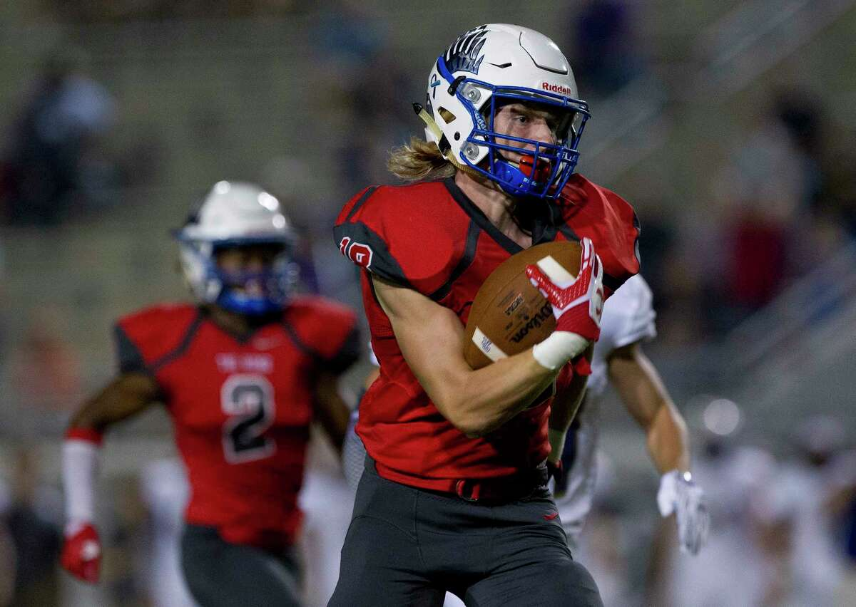 Oak Ridge wide receiver Tanner Lacy (18) hauls in a 92-yard touchdown pass from quarterback Reinard Britz during the first quarter of a District 12-6A high school football game at Woodforest Bank Stadium, Friday, Oct. 6, 2017, in Shenandoah.