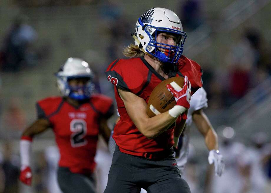 Oak Ridge wide receiver Tanner Lacy (18) hauls in a 92-yard touchdown pass from quarterback Reinard Britz during the first quarter of a District 12-6A high school football game at Woodforest Bank Stadium, Friday, Oct. 6, 2017, in Shenandoah. Photo: Jason Fochtman, Staff Photographer / © 2017 Houston Chronicle