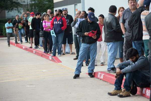 Best Buy guests wait in line for the store located on Richmond Avenue to open its doors Black Friday morning, Friday, Nov. 25, 2016, in Houston. ( Marie D. De Jesus / Houston Chronicle )