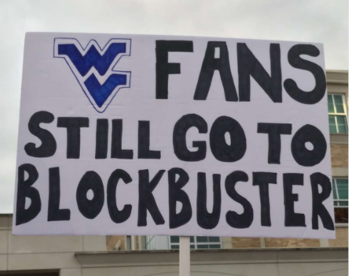 Source: Twitter (FanSided) Browse through the photos for the best GameDay Signs from TCU.
