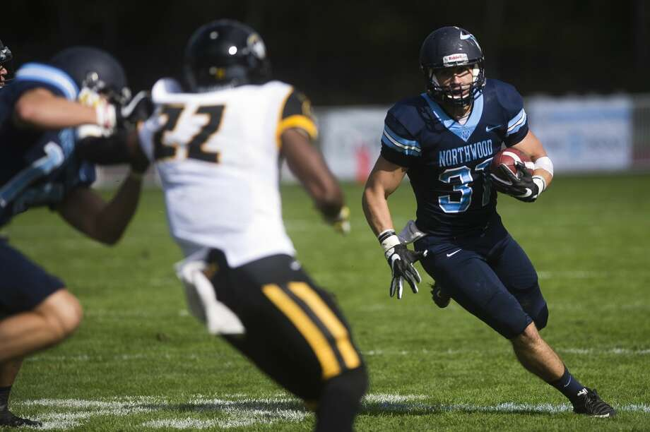 Northwood running back Corey Burdgick carries the ball down the field during a game against Michigan Tech on Saturday, Oct. 7, 2017 at Northwood University. (Katy Kildee/kkildee@mdn.net) Photo: (Katy Kildee/kkildee@mdn.net)