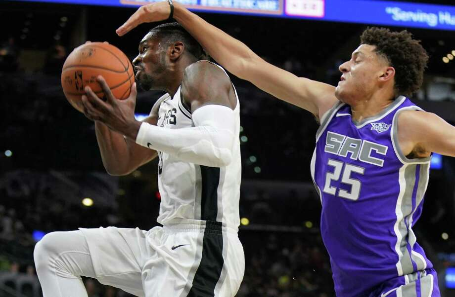 Spurs' Brandon Paul attempts to shoot as he is defended by the Sacramento Kings' Justin Jackson during the second half of a preseason game on Oct. 6, 2017, in San Antonio. Photo: Darren Abate /Associated Press / FR115 AP