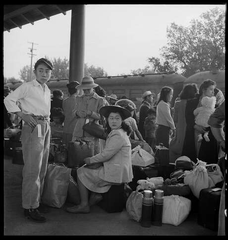 Families on their way to internment near Woodland (Yolo County). Photo: Dorothea Lange