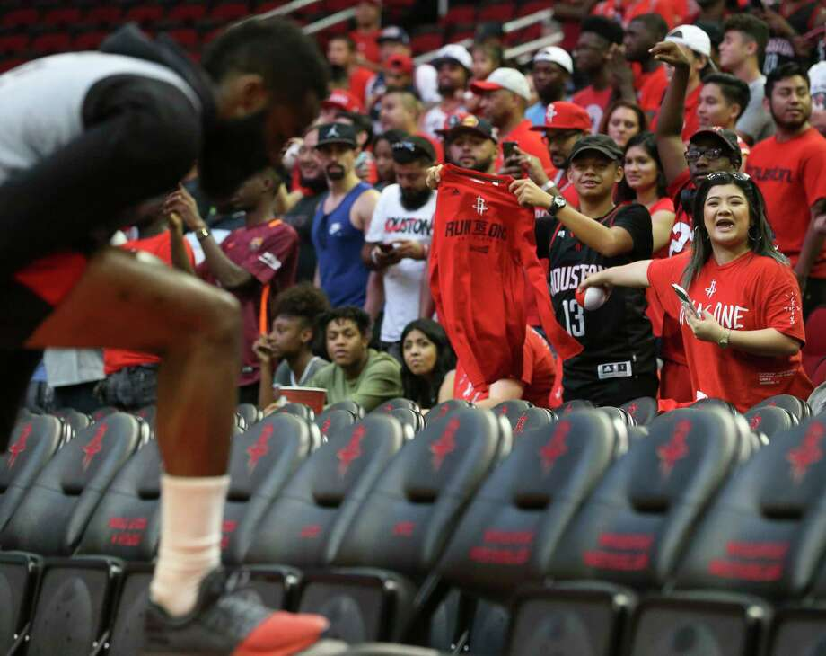 Houston Rockets fans try to get James Harden's attention before the practice game at the fan fest at Toyota Center Saturday, Oct. 7, 2017, in Houston. Photo: Yi-Chin Lee, Houston Chronicle / © 2017  Houston Chronicle