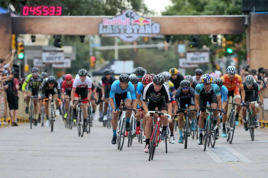 Cyclists take off from the start of the Fixed Men's finals during the Red Bull Last Stand cycling race at Alamo Plaza on Saturday, Oct. 7, 2017.  MARVIN PFEIFFER/mpfeiffer@express-news.net Photo: Marvin Pfeiffer, Staff / San Antonio Express-News / Express-News 2017