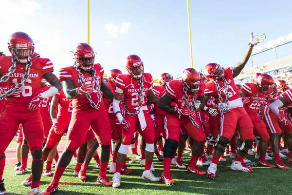 Houston players participate in the Cage Sway before an NCAA college football game at TDECU Stadium on Saturday, Oct. 7, 2017, in Houston, Texas. (Joe Buvid / For the Houston Chronicle)