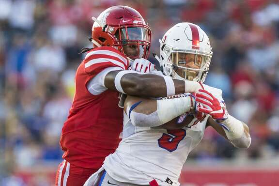Houston safety Garrett Davis (1) tackles Southern Methodist running back Xavier Jones (5) during the first quarter of an NCAA college football game at TDECU Stadium on Saturday, Oct. 7, 2017, in Houston, Texas. (Joe Buvid / For the Houston Chronicle)