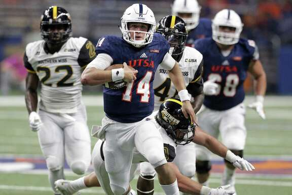 Roadrunner quarterback Dalton Sturm breaks into the clear for a long first half gain as UTSA plays Southern Mississippi at the Alamodome on October 7, 2017.