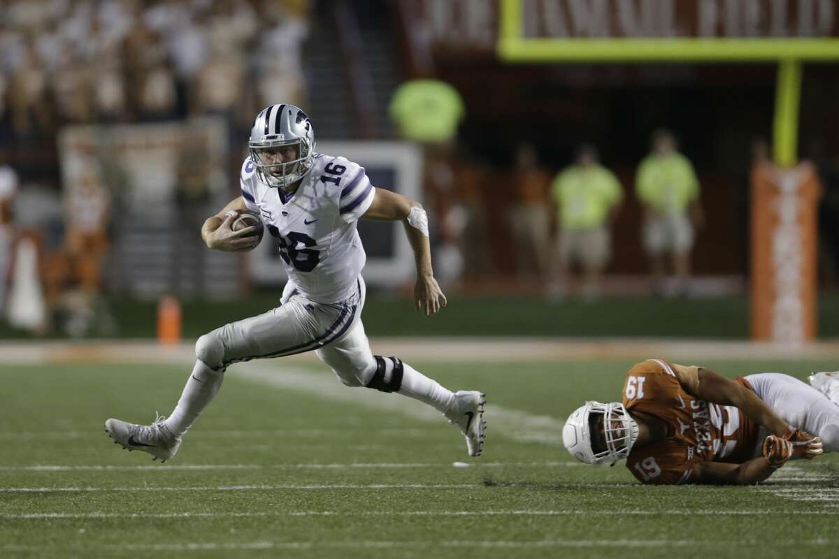 AUSTIN, TX - OCTOBER 07: Jesse Ertz #16 of the Kansas State Wildcats runs past the tackle attempt by Brandon Jones #19 of the Texas Longhorns in the fourth quarter at Darrell K Royal-Texas Memorial Stadium on October 7, 2017 in Austin, Texas. (Photo by Tim Warner/Getty Images)