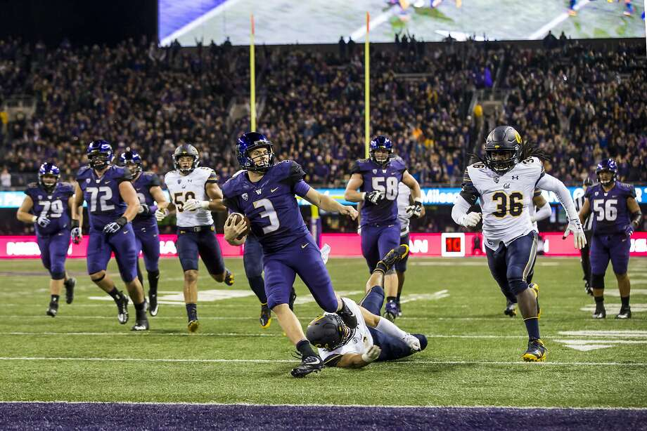 Washington quarterback Jake Browning (3) rushes 21 yards for a touchdown in the second quarter against California at Husky Stadium in Seattle on Saturday, Oct. 7, 2017. (Bettina Hansen/Seattle Times/TNS) Photo: Bettina Hansen, TNS