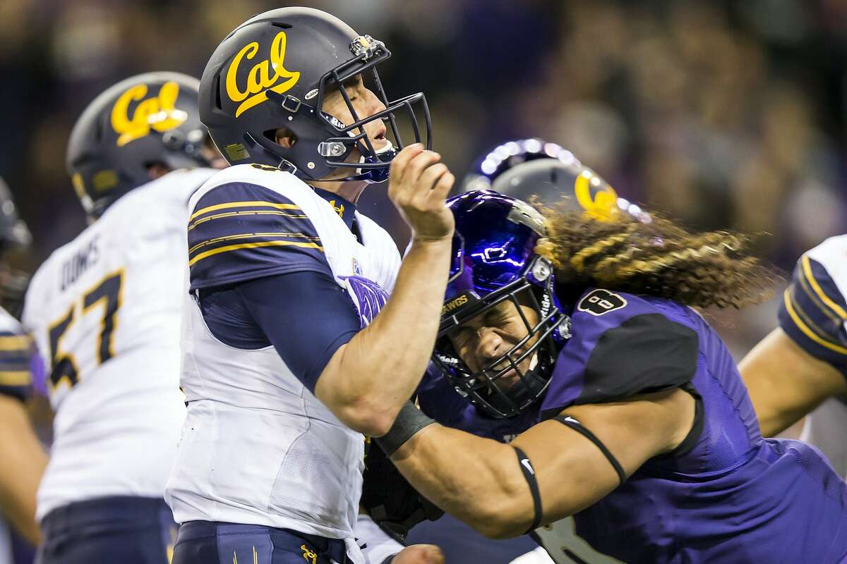 Washington linebacker Benning Potoa'e, right, pressures California quarterback Ross Bowers to throw incomplete at Husky Stadium in Seattle on Saturday, Oct. 7, 2017. (Bettina Hansen/Seattle Times/TNS)
