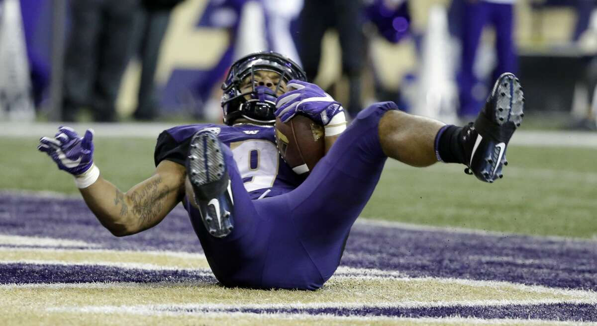 Report: Washington Huskies in limbo amid speculation Pac-12 football will be canceled The Washington Huskies football team on Monday conducted small group strength and conditioning workouts, but did not complete it's scheduled full team on-field walk-throughs, according to a report from The Seattle Times. The news emerges as there's been mounting speculation in recent days that there will be no college football in 2020 due to the ongoing novel coronavirus pandemic. According to multiple national reports, several Power 5 conferences appear to be headed toward cancellation of the season, or a postponement until the spring at the least. National radio personality Dan Patrick said Monday that the Pac-12 - which UW is a part of - and the Big 10 will cancel their respective seasons on Tuesday. John Wilner of the Bay Area News Group reported that the Pac-12 won't make any final decisions until their scheduled meeting on Tuesday at the earliest, but also said the conference is headed toward cancellation. To read the full story from sports reporter Ben Arthur, click here.