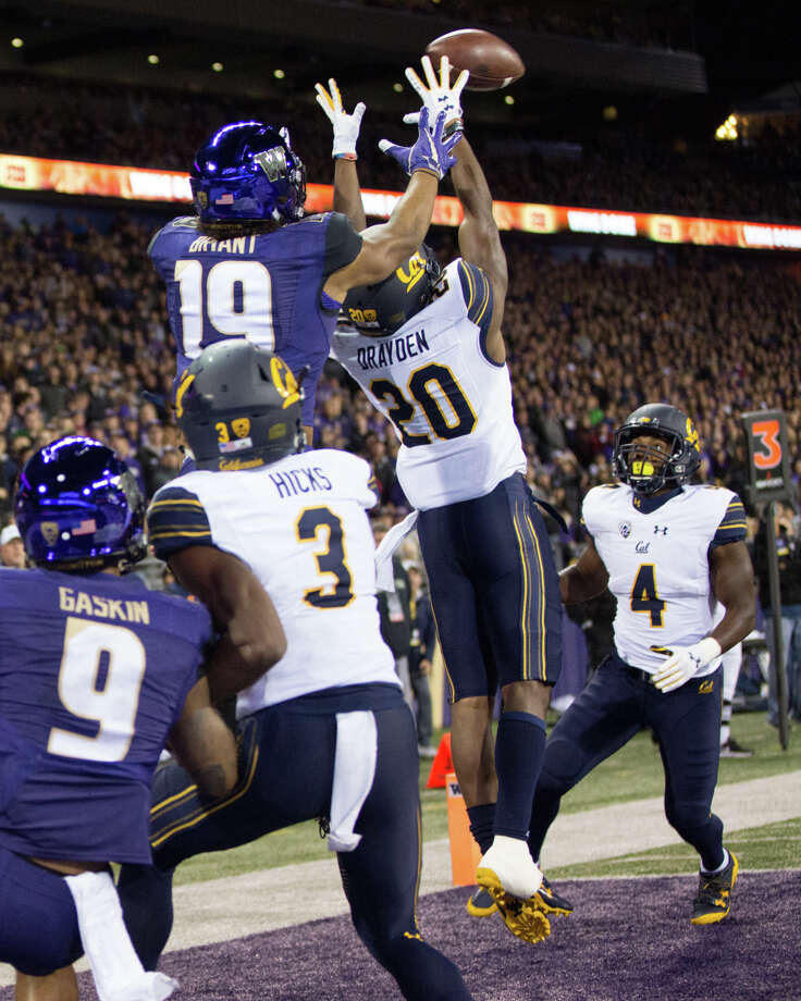 Washington tight end Hunter Bryant makes a touchdown catch over California cornerback Josh Drayden during the first half of an NCAA football game at Husky Stadium on Saturday, Oct. 7, 2017. Photo: GRANT HINDSLEY, SEATTLEPI.COM / SEATTLEPI.COM
