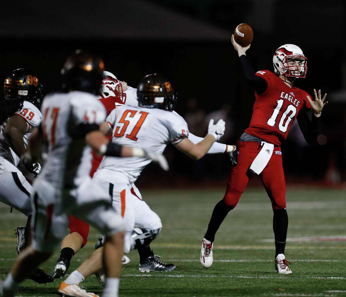 St. Thomas' quarterback Peyton Matocha (10) throws the ball during the first half of a high school football game between St. Pius X and St. Thomas High Schools at St. Thomas, Friday,Nov. 4, 2016 in Houston. ( Karen Warren / Houston Chronicle )