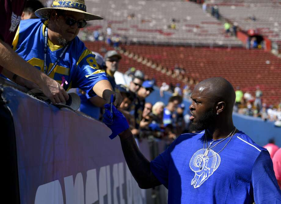Los Angeles Rams inside linebacker Alec Ogletree signs autographs before an NFL football game against the Seattle Seahawks Sunday, Oct. 8, 2017, in Los Angeles. (AP Photo/Mark J. Terrill) Photo: Mark J. Terrill/AP
