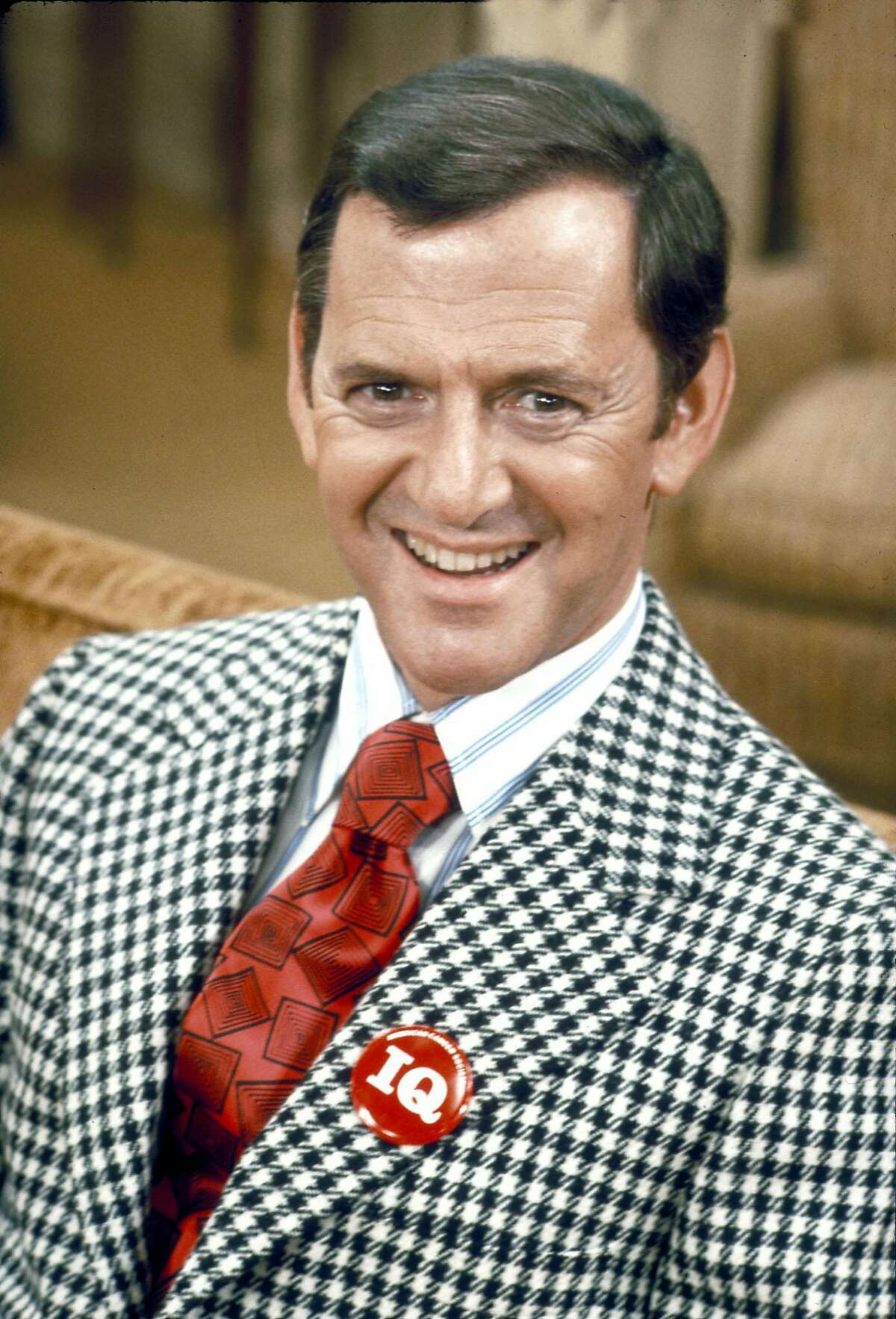 """Tony Randall, shown in character in 1972, in the ABC television comedy series """"The Odd Couple."""" Randall, the comic actor best known for playing fastidious Felix Unger on """"The Odd Couple,'' died Monday night, May 17, 2004, in New York. He was 84.(AP Photo/ABC Photo Archive). HOUCHRON CAPTION (05/19/2004): TONY RANDALL 1920-2004."""