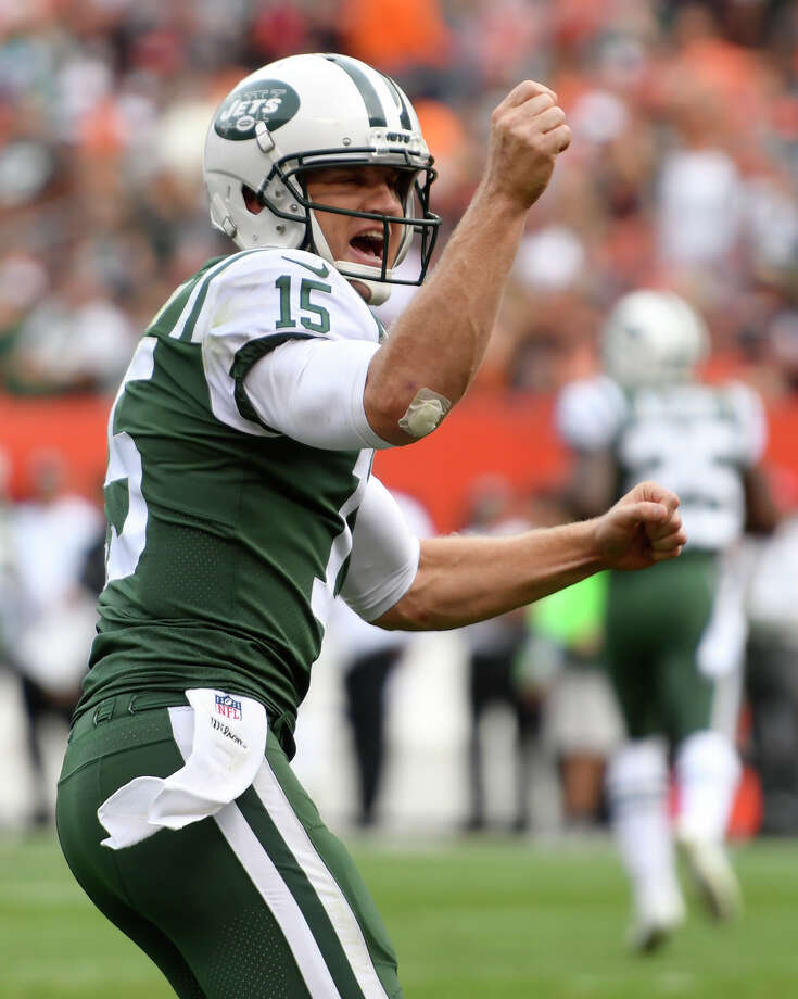 New York Jets quarterback Josh McCown celebrates his 24-yard touchdown pass to wide receiver Jermaine Kearse during the second half of an NFL football game against the Cleveland Browns, Sunday, Oct. 8, 2017, in Cleveland. (AP Photo/David Richard) ORG XMIT: OHTD136 Photo: David Richard / FR25496 AP