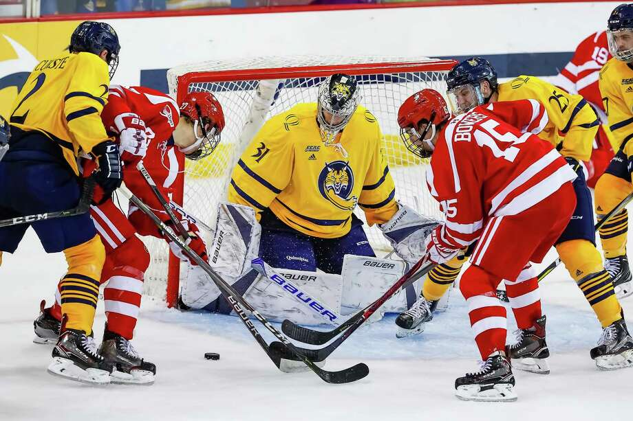 Quinnipiac freshman goalie Keith Petruzzelli, a third round pick of the Detroit Red Wings in the 2017 NHL Draft, makes a save in his first career start. He stopped 31 shots in a 3-2 overtime loss to No. 2 Boston University. Photo: Quinnipiac Athletics /Contributed Photo / © Rob Rasmussen