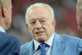 GLENDALE, AZ - SEPTEMBER 25:  Dallas Cowboys owner Jerry Jones talks before the start of the NFL game against the Arizona Cardinals at University of Phoenix Stadium on September 25, 2017 in Glendale, Arizona.  (Photo by Jennifer Stewart/Getty Images)