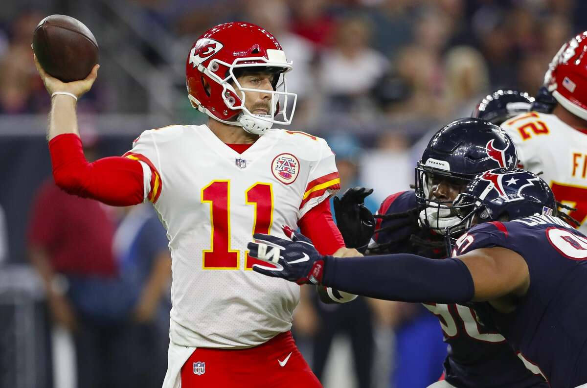 Kansas City Chiefs quarterback Alex Smith (11) throws during the first quarter of an NFL football game at NRG Stadium on Sunday, Oct. 8, 2017, in Houston. ( Brett Coomer / Houston Chronicle )