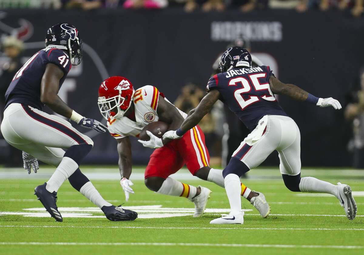 Kansas City Chiefs wide receiver Tyreek Hill (10) tries to avoid Houston Texans inside linebacker Zach Cunningham (41) and cornerback Kareem Jackson (25) during an NFL football game at NRG Stadium Sunday, Oct. 8, 2017 in Houston. ( Michael Ciaglo / Houston Chronicle)
