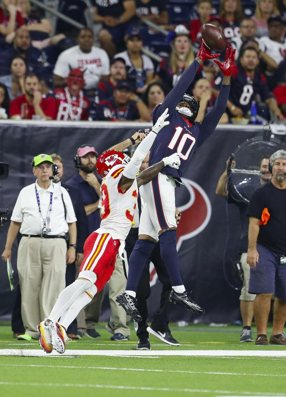 Houston Texans wide receiver DeAndre Hopkins (10) pulls down a pass that would be ruled incomplete because he stepped out of bounds during the fourth quarter of an NFL football game at NRG Stadium on Sunday, Oct. 8, 2017, in Houston. ( Brett Coomer / Houston Chronicle )