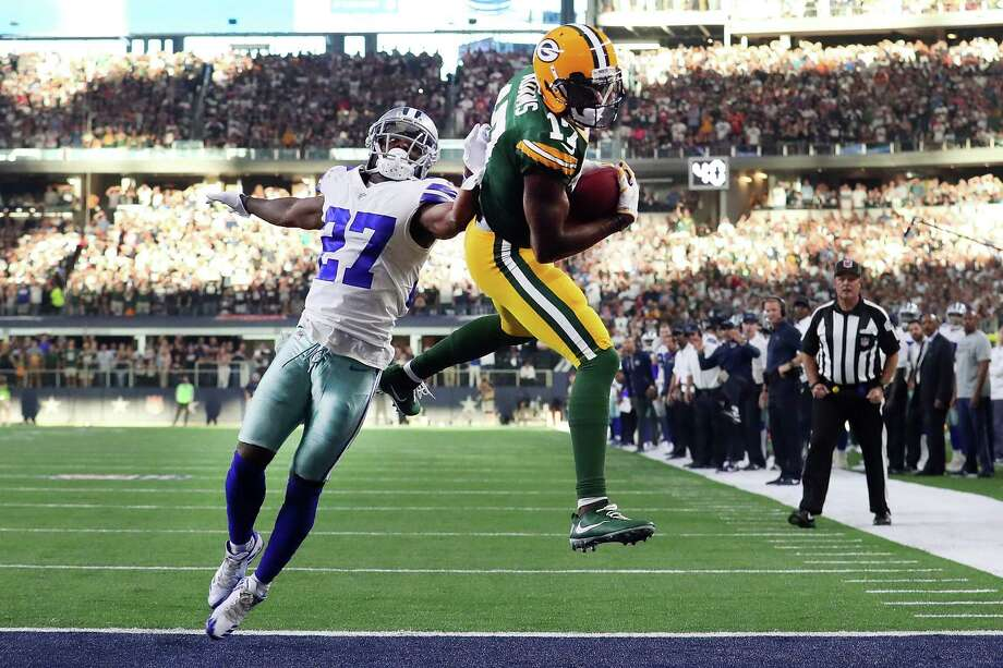 ARLINGTON, TX - OCTOBER 08:  Davante Adams #17 of the Green Bay Packers pulls in the game winning touchdown against Jourdan Lewis #27 of the Dallas Cowboys in the fourth quarter at AT&T Stadium on October 8, 2017 in Arlington, Texas. The Green Bay Packers beat the Dallas Cowboys 35-31.  (Photo by Tom Pennington/Getty Images) ORG XMIT: 700070671 Photo: Tom Pennington / 2017 Getty Images
