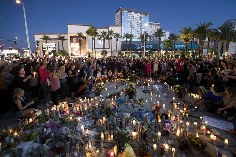Mourners hold candles during a moment of silence Sunday night at a vigil in Las Vegas to mark one week since the mass shooting at the Route 91 Harvest country music festival. Photo: Drew Angerer