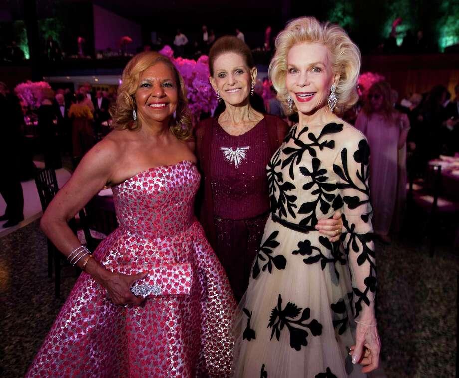 Dr. Yvonne Cormier, from left, Annette de la Renta and Lynn Wyatt Photo: Annie Mulligan, Freelance / @ 2000 Annie Mulligan