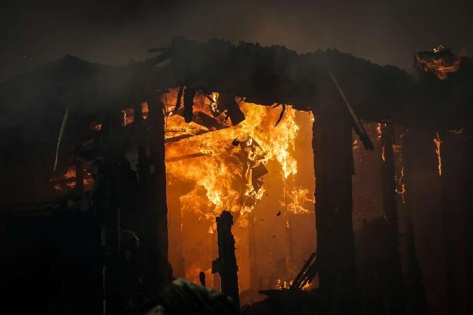 A structure inside the Journey's End mobile home park burns during a the Tubbs fire on Mendocino Avenue in Santa Rosa, Calif., on Monday, Oct. 9, 2017. Photo: Gabrielle Lurie, The Chronicle