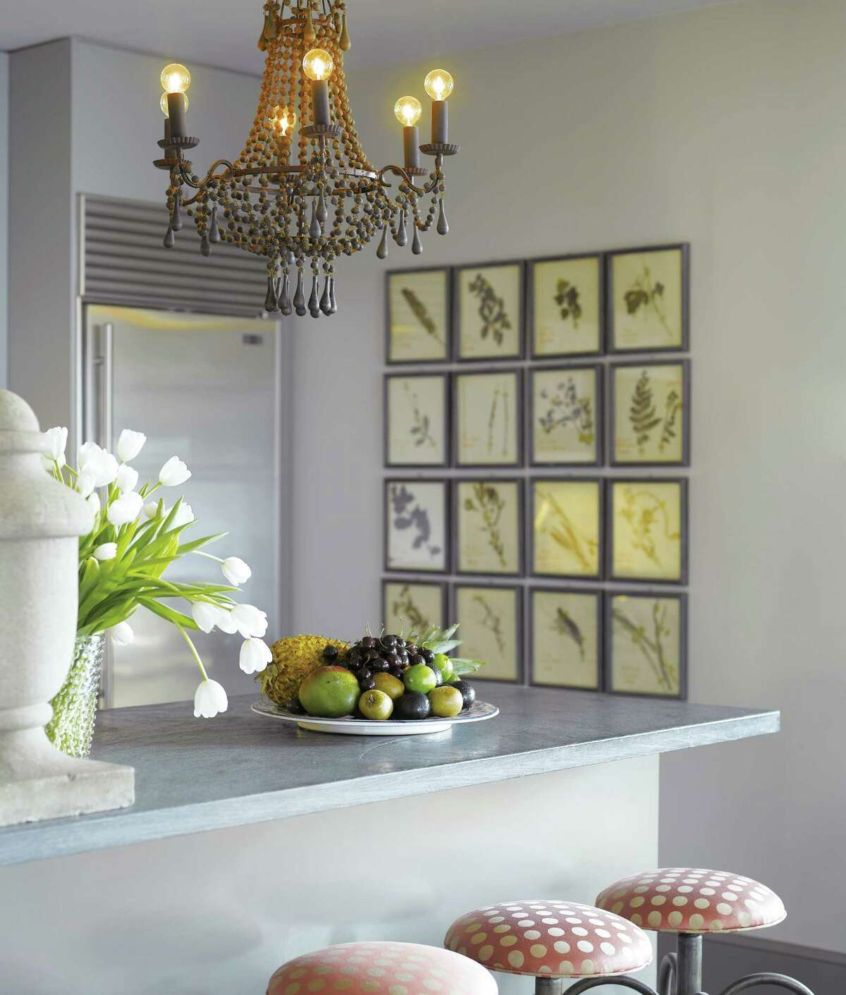 Molly Sims decorated her New York apartment with a feminine Parisian flair.