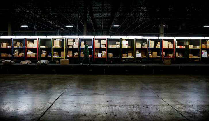 A UPS workers walks the box line at the UPS Sweetwater hub Wednesday, Oct. 12, 2016 in Houston. ( Michael Ciaglo / Houston Chronicle )