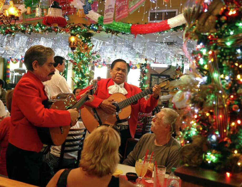 Adan Ledesma and Serafin Rodriquez perform for Steve and Ann Kineke, from Upstate NY, at Mi Tierra. Photo: Ron Cortes /For The Express-News