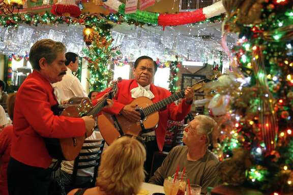 Adan Ledesma and Serafin Rodriquez perform for Steve and Ann Kineke, from Upstate NY, at Mi Tierra.