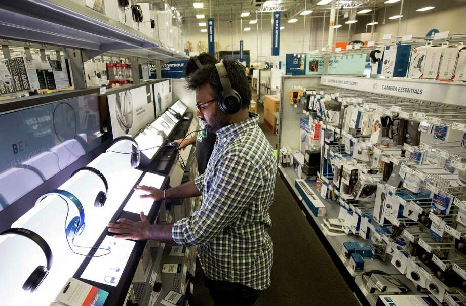 Prithvi Raj Aare, a University of Houston student, tests wireless headphones at the Best Buy on Richmond Avenue.  Photo: Godofredo A. Vasquez, Houston Chronicle / Godofredo A. Vasquez