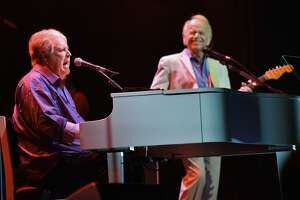 Brian Wilson and Al Jardine, right, performs at the Rosemont Theatre on Friday, Oct 6, 2017, in Rosemont, Ill. (Photo by Rob Grabowski/Invision/AP)