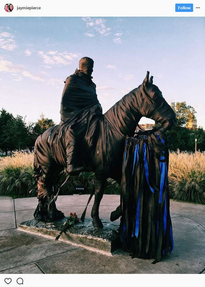 On Monday night, Texas Tech student Hollis A. Daniels allegedly shot an officer in the head after a routine welfare check after drugs were found in his dorm. After the incident, students wrapped the iconic Will Rogers & Soapsuds statue with black and blue ribbons.Source: Instagram Photo: Instagram