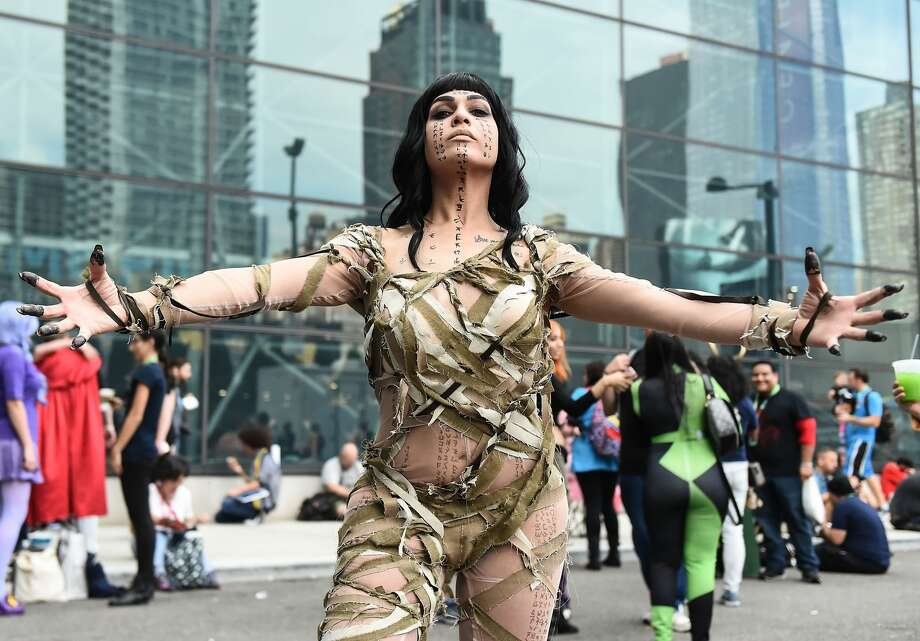 A Comic Con cosplayer dressed as the Mummy poses during the 2017 New York Comic Con, October 6, 2017 in New York City. Photo: Daniel Zuchnik/Getty Images
