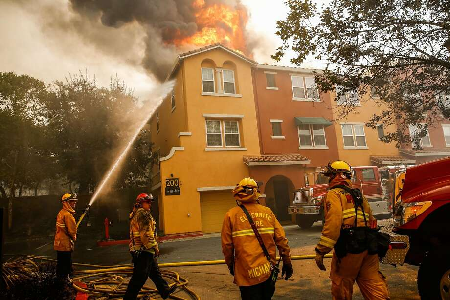Firefighters work to contain the Tubbs fire at the Overlook apartment complex off of Bicentennial Way in Santa Rosa, Calif., on Monday, Oct. 9, 2017. Photo: Gabrielle Lurie, The Chronicle
