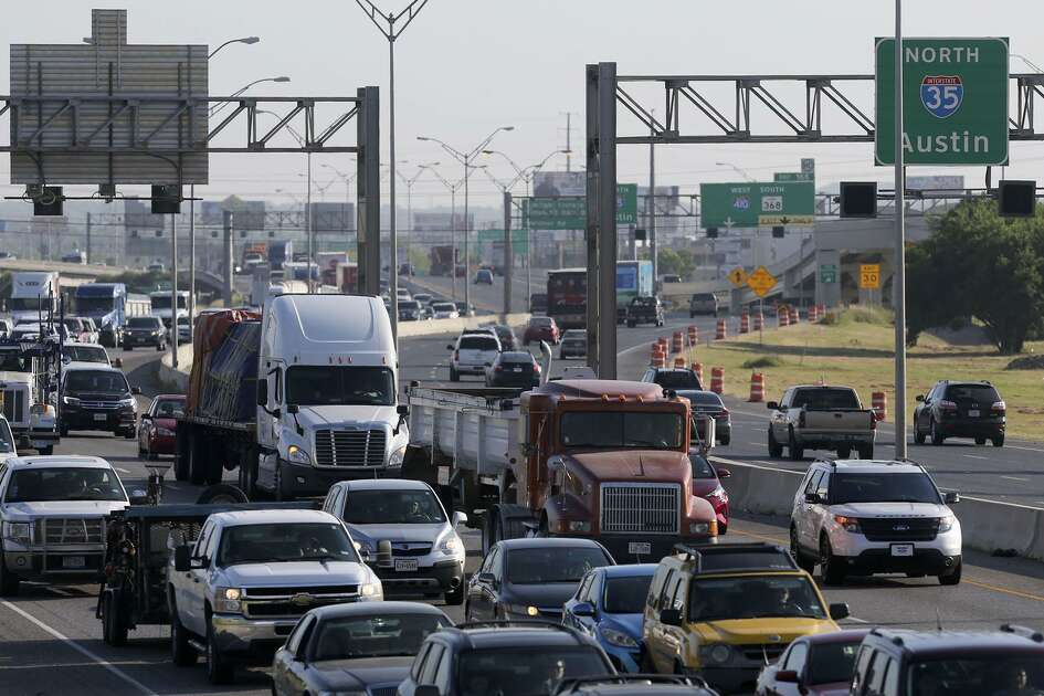 Traffic backs up on southbound IH-35 Friday July 1, 2016 between Randolph Boulevard and Walzem Road as construction improvements continue in the area.