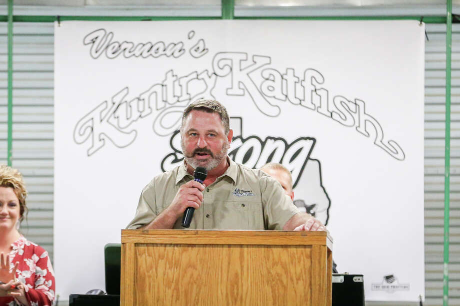 Buster Bowers, owner of Vernon's Kuntry Katfish, thanks attendees and first responders, during a benefit for the local restaurant which was decimated in Hurricane Harvey, on Monday, Oct. 9, 2017, at the Montgomery County Fairgrounds. Photo: Michael Minasi, Staff Photographer / © 2017 Houston Chronicle