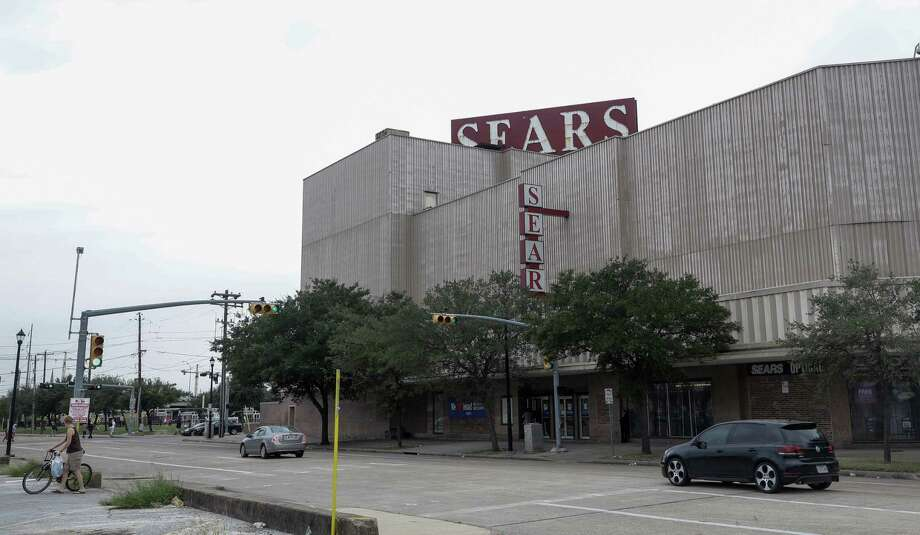 Midtown Sears, 4201 Main St., is shown Tuesday, Oct. 10, 2017. Sears announced today that it will close the iconic store, the first in the city to be fully air-conditioned and to have each floor connected by elevator. The properties is owned by Rice. ( Melissa Phillip / Houston Chronicle ) Photo: Melissa Phillip, Staff / Houston Chronicle 2017